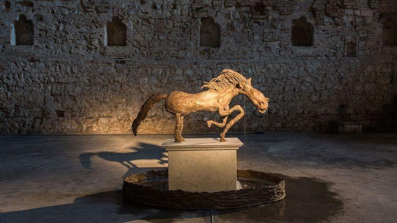 Gabriele-Picco-Monumento-al-cavallo-triste.-Courtesy-the-artist