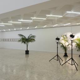 Museo Tamayo. Registro de exposición de Cerith Wyn Evans.